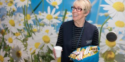 cancer center volunteer Linda Bigsby