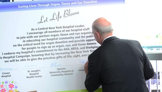 Paul Seale signs Donate Life pledge 2012