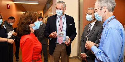 Lt. Gov. Hochul visits campus to get update on Upstate's COVID-related research; urges community to wear masks to keep infection rate low